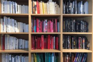本やアルバム、書類の保管場所に